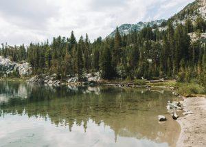 Skelton-Lake-in-Mammoth-Lakes-California